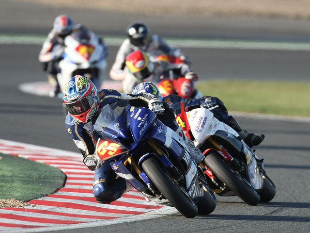Smrz (Honda) y Linfoot (Yamaha) vencen en STK 1000 y 600