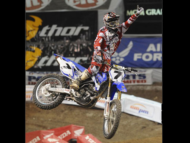 Stewart también gana con Yamaha