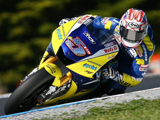 Edwards (Yamaha) se impone a Rossi y Stoner