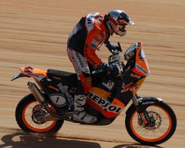 Cara y cruz en el equipo Repsol KTM, Coma líder y Farrés se retira