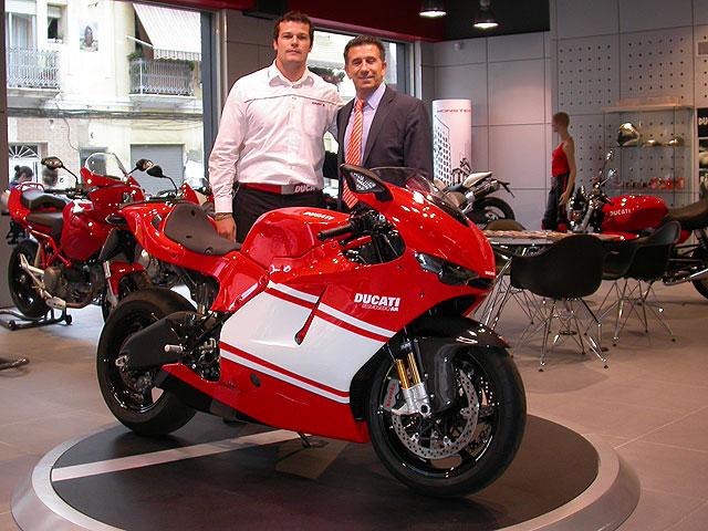 Aspar se hace con una Ducati D16RR