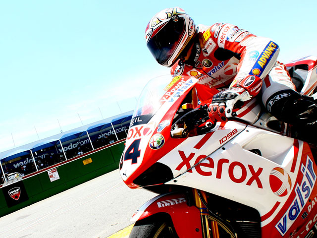 Tres de tres para Fabrizio (Ducati) en los entrenamientos SBK de Kyalami