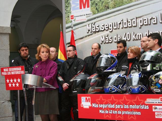 Esperanza Aguirre se compromete a proteger la seguridad vial de los motoristas
