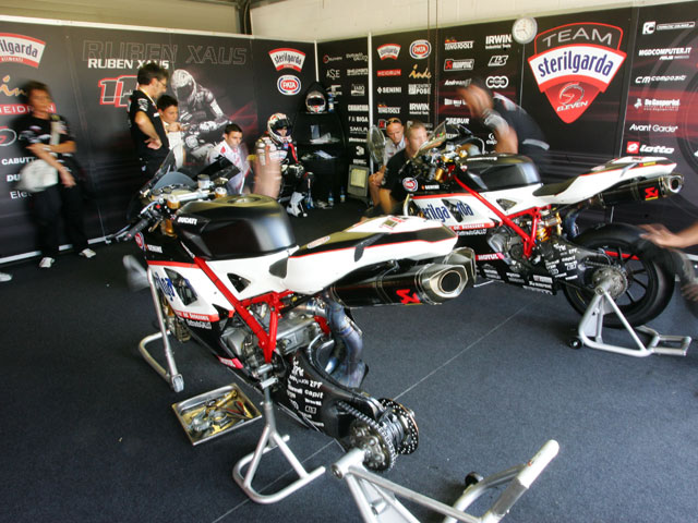 El equipo Sterilgarda Ducati sólo tendrá un piloto las dos primeras carreras