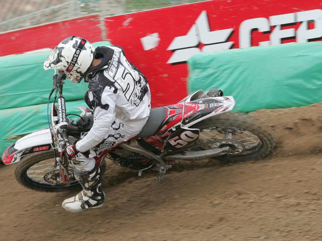 Oliva (Yamaha) logra su primera victoria de la temporada en MX2
