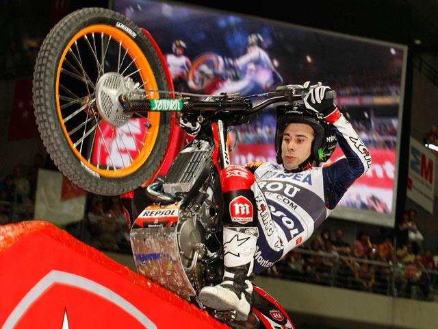Toni Bou remata la temporada de Trial Indoor con una nueva victoria en Madrid