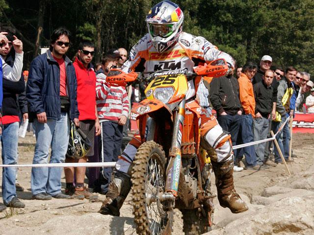 Iván Cervantes con KTM se lleva la disputada E3 en el Enduro de Portugal