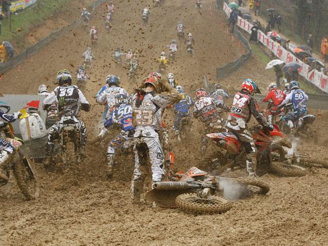 Leok (Yamaha) y Paulin (Kawasaki) ganadores de un caótico inicio del Mundial