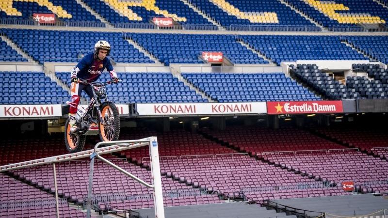Toni Bou convierte el Camp Nou en una zona de trial
