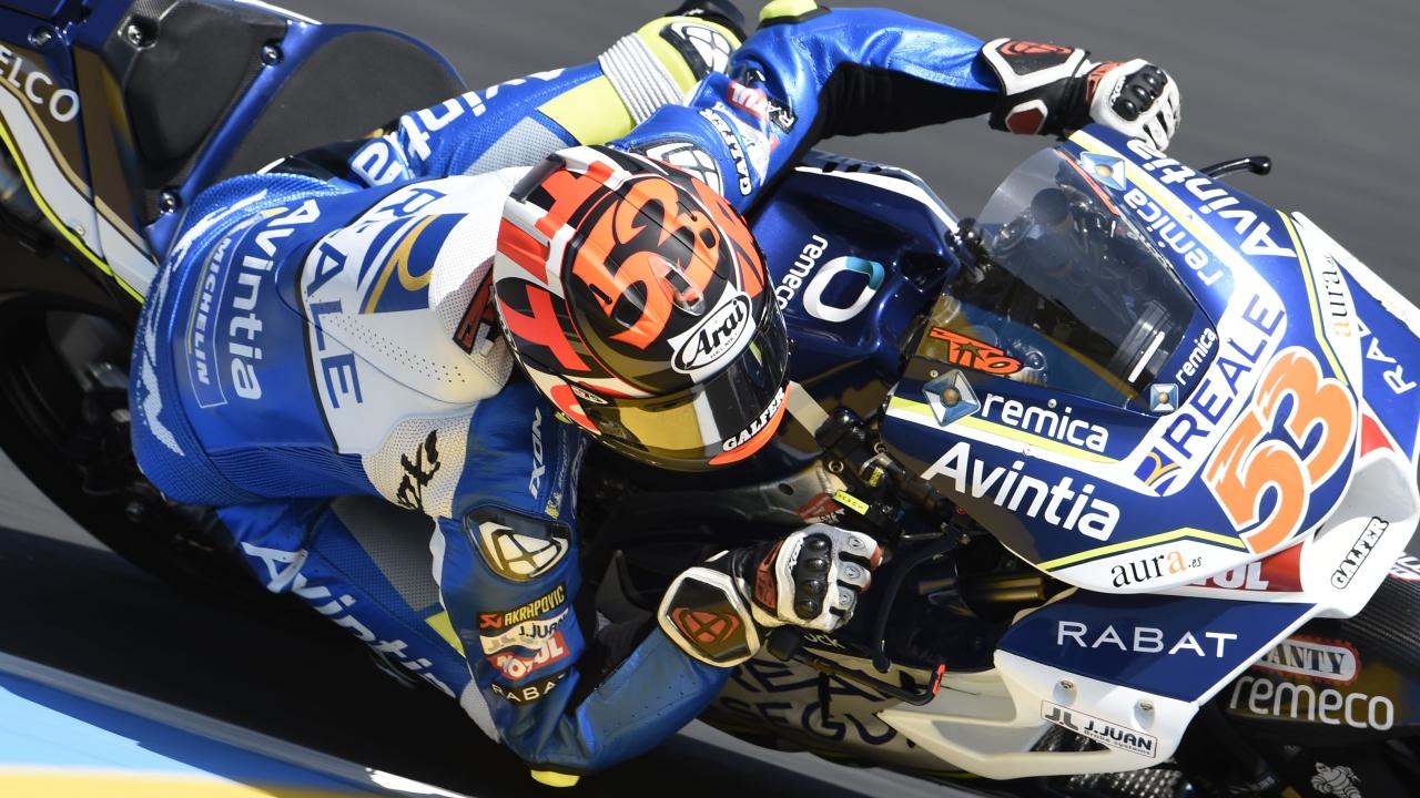 Tito Rabat da el susto en los test de MotoGP en Barcelona