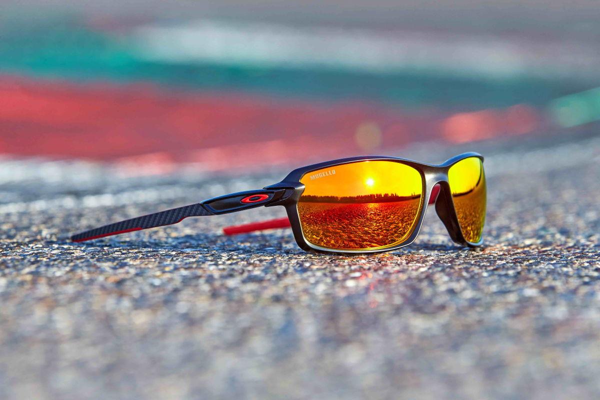 Oakley Mugello Carbon Shift, unas gafas para recordar tu circuito favorito