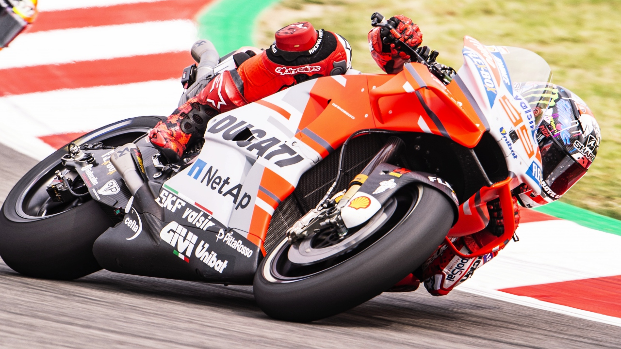 Jorge Lorenzo supera a Marc Márquez para hacer la pole de MotoGP en Catalunya