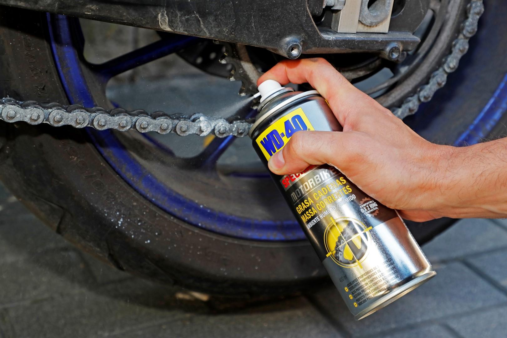 Cómo engrasar la cadena de tu moto correctamente