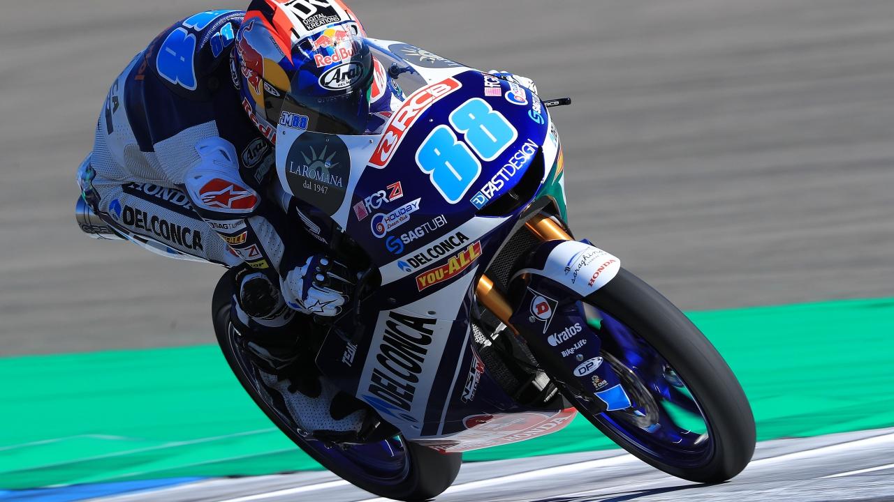 Jorge Martín da una lección de estrategia en Assen y recupera el liderato de Moto3
