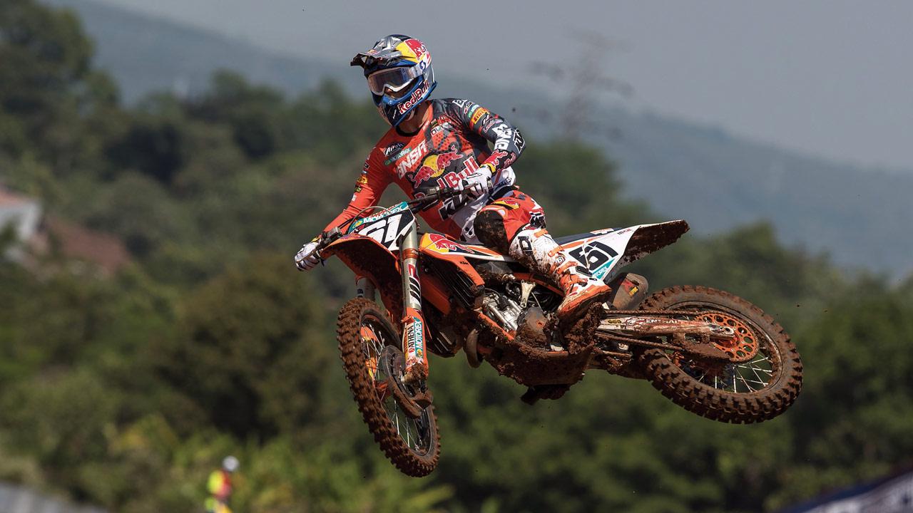Jorge Prado, empatado a puntos en el liderato del Mundial de MX2