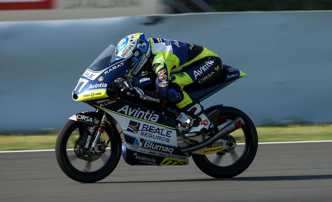 Vicente Pérez por Livio Loi en el Reale Avintia de Moto3