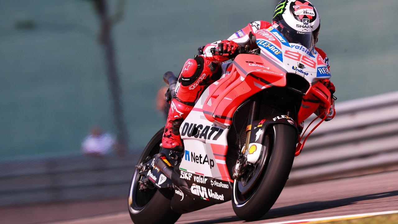 Jorge Lorenzo lidera y Marc Márquez marca el ritmo en MotoGP en Sachsenring