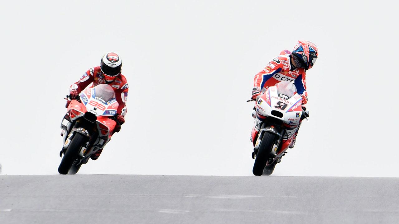 """Jorge Lorenzo (sobre Petrucci) """"En MotoGP no puedes esperar a coger rueda"""""""