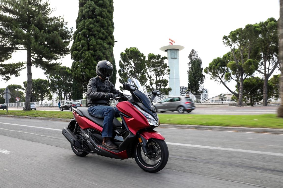 Honda Forza 125 , prueba, ficha técnica y primeras impresiones