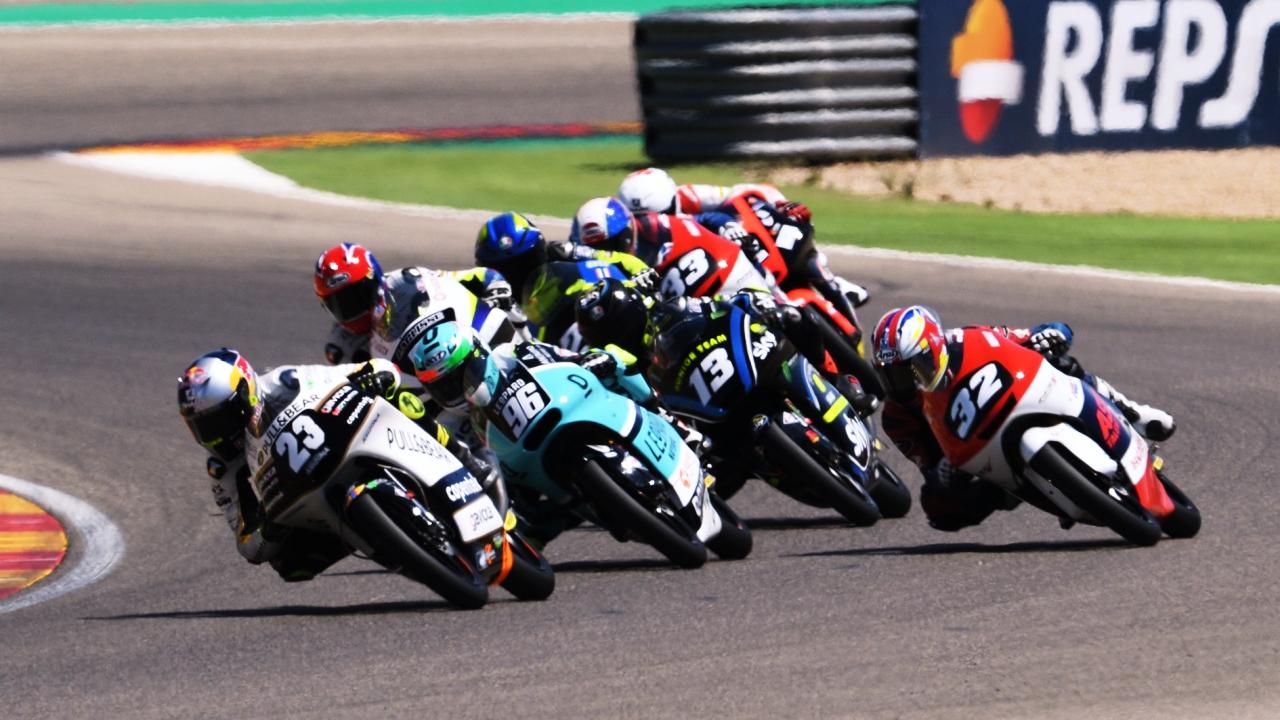 Raúl Fernández vence en Moto3 en Motorland con cinco pilotos en 51 milésimas