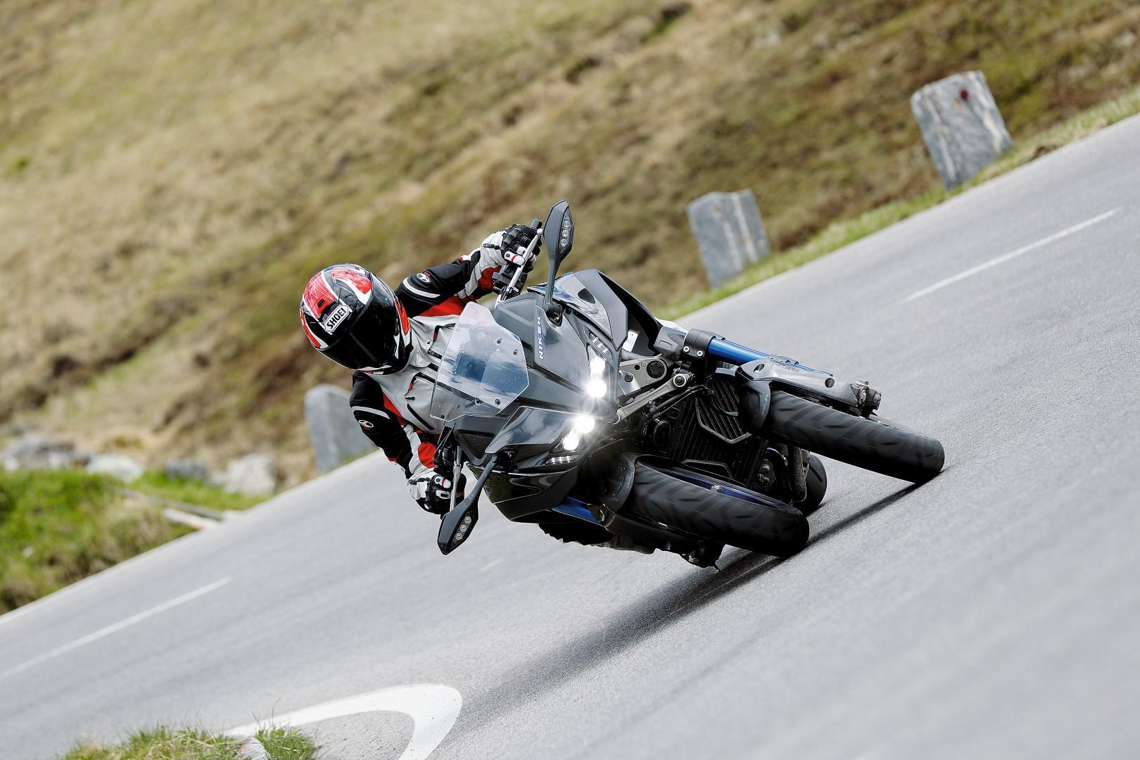 Yamaha NIKEN ¡Vive la revolución de primera mano con MOTOCICLISMO!