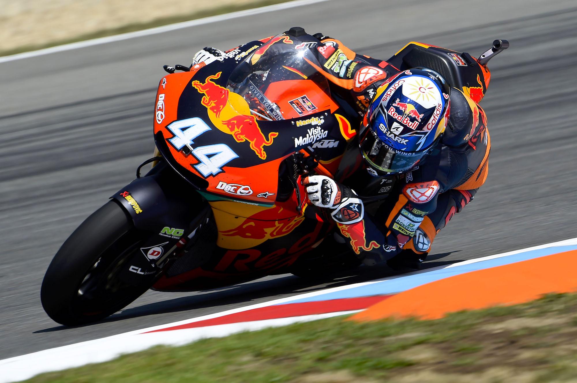Miguel Oliveira es ya líder de Moto2 tras batirse en un bello duelo con Luca Marini