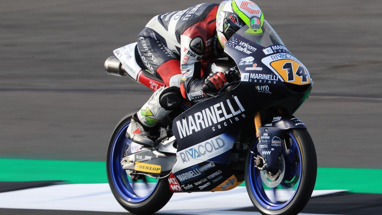 Tony Arbolino lidera los libres de Moto3 en Silverstone ante Marco Bezzecchi