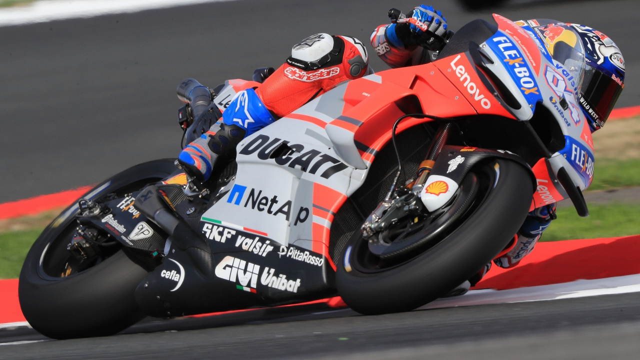 Andrea Dovizioso comanda y Yamaha respira en los libres de MotoGP en Silverstone