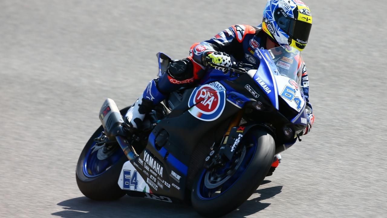 Federico Caricasulo gana la dramática carrera de Supersport en Portimao
