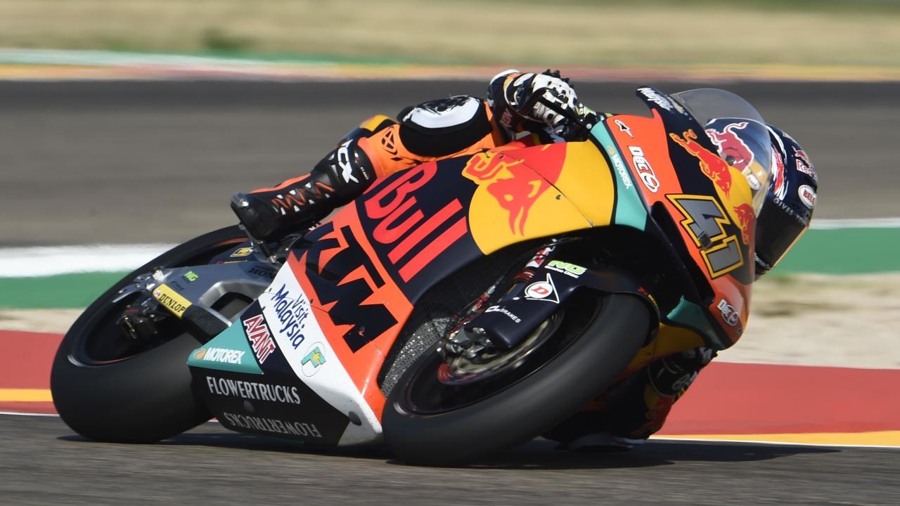 Brad Binder se estrena en pole y Jorge Navarro en primera fila de Moto2 en Aragón