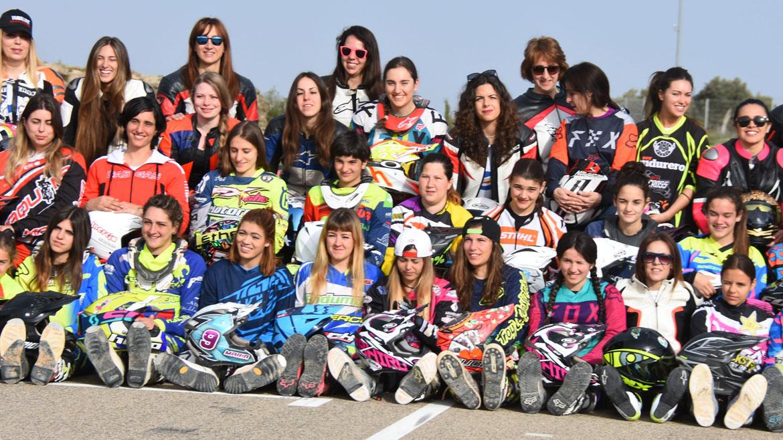 La Comisión Femenina de Motociclismo, premiada por la FIM