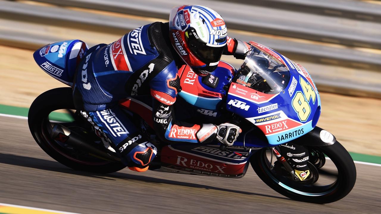 Jakub Kornfiel y Ayumu Sasaki mandan en el estreno de Moto3 en Tailandia