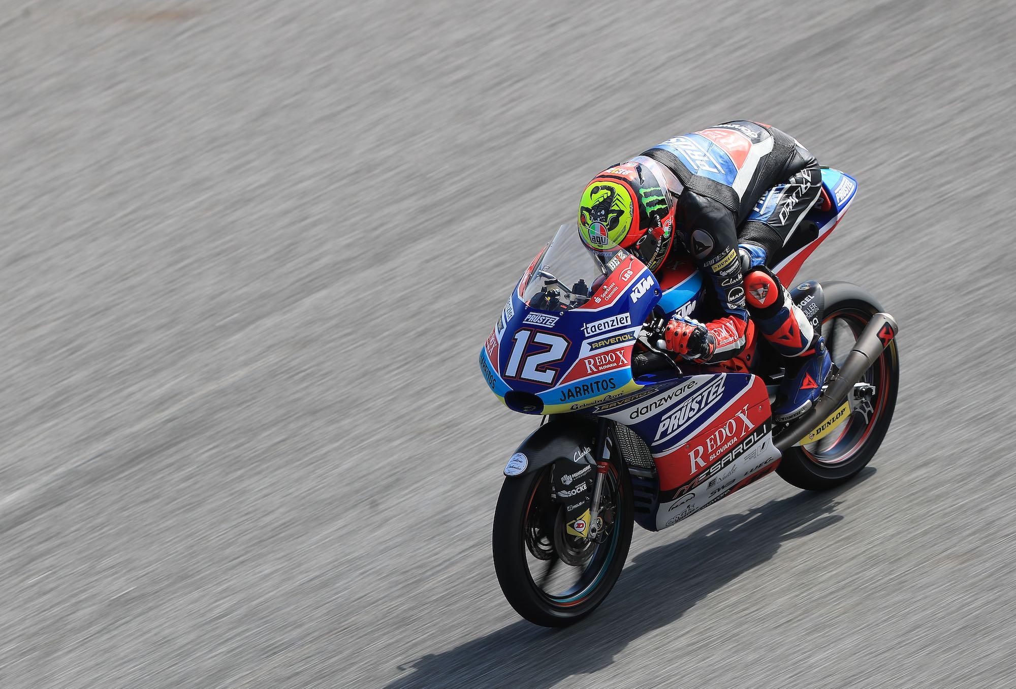 Marco Bezzecchi se lleva la primera pole de Moto3 en Tailandia
