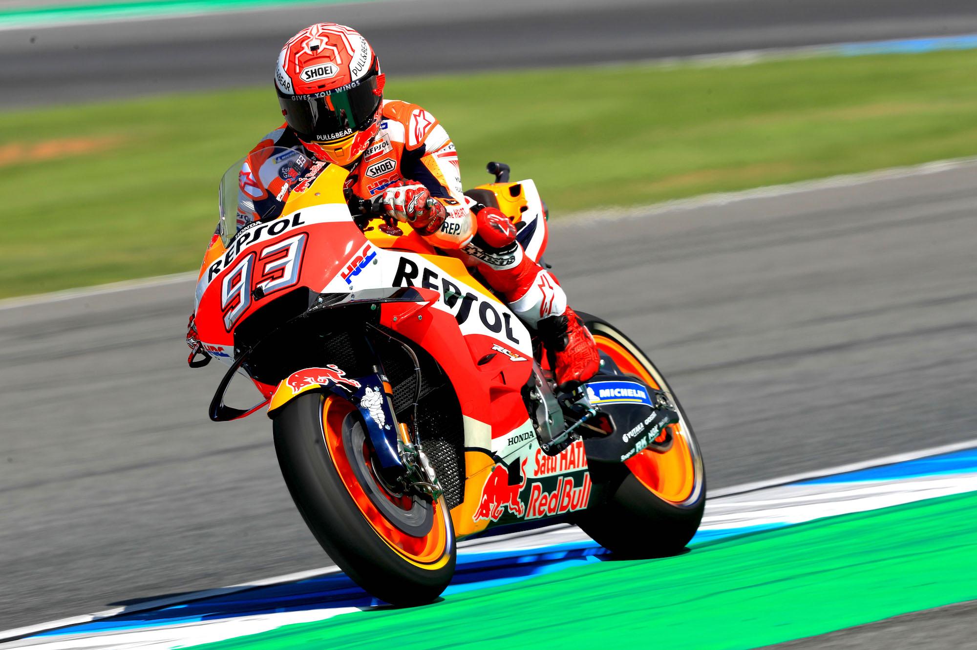 Marc Márquez se impone a Valentino Rossi en la lucha por la pole en Tailandia