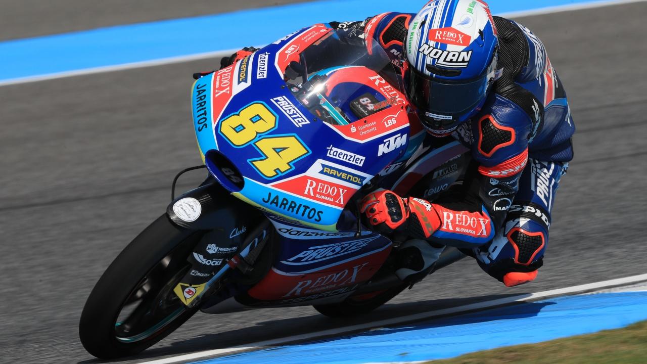 Jakub Kornfeil lidera en seco y Marco Bezzecchi en mojado en los libres de Moto3 en Japón