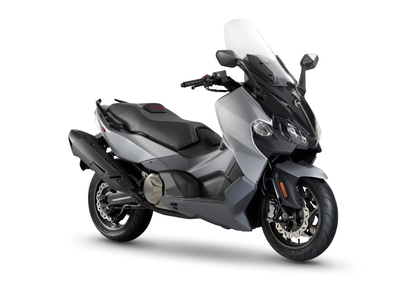 SYM MaxSym TL, el nuevo maxi scooter deportivo debutará en el Salón de Milán