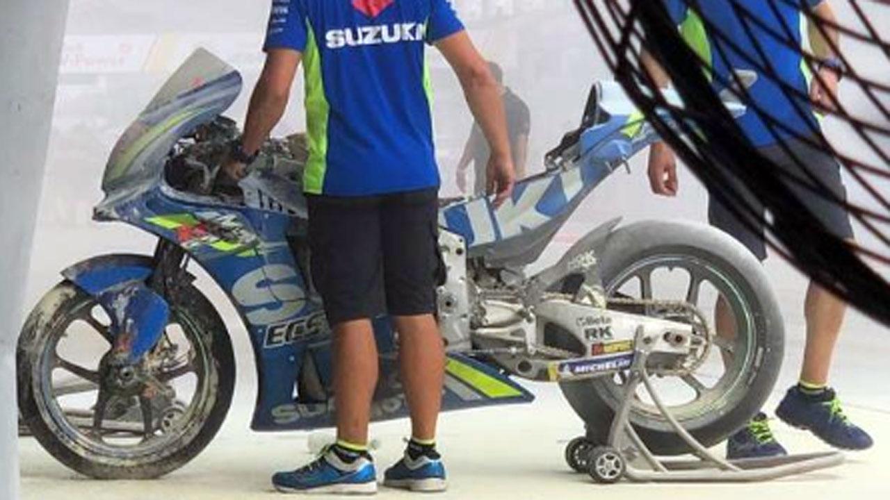 Álex Rins hace el mejor tiempo del viernes con la Suzuki que se quemó el jueves