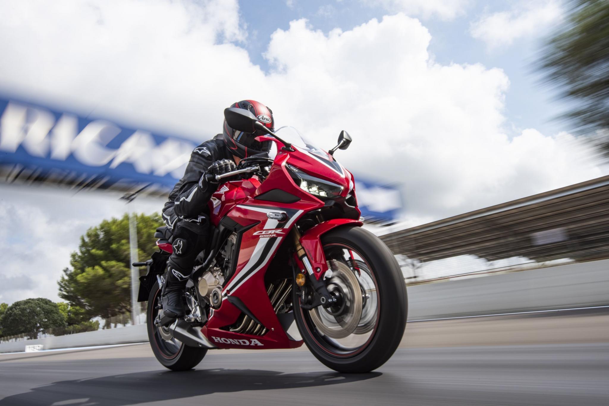 Honda CBR650R 2019, hacia el lado más deportivo