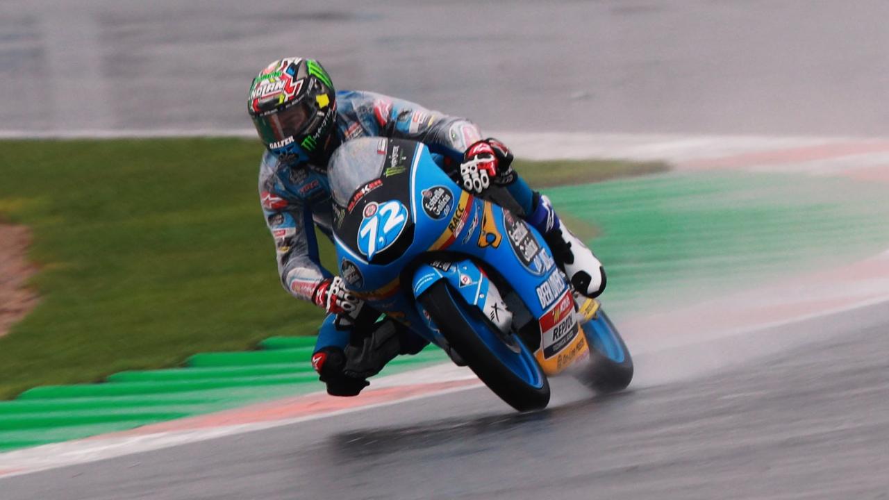 Alonso López lidera Moto3 en un viernes pasado por agua en Valencia