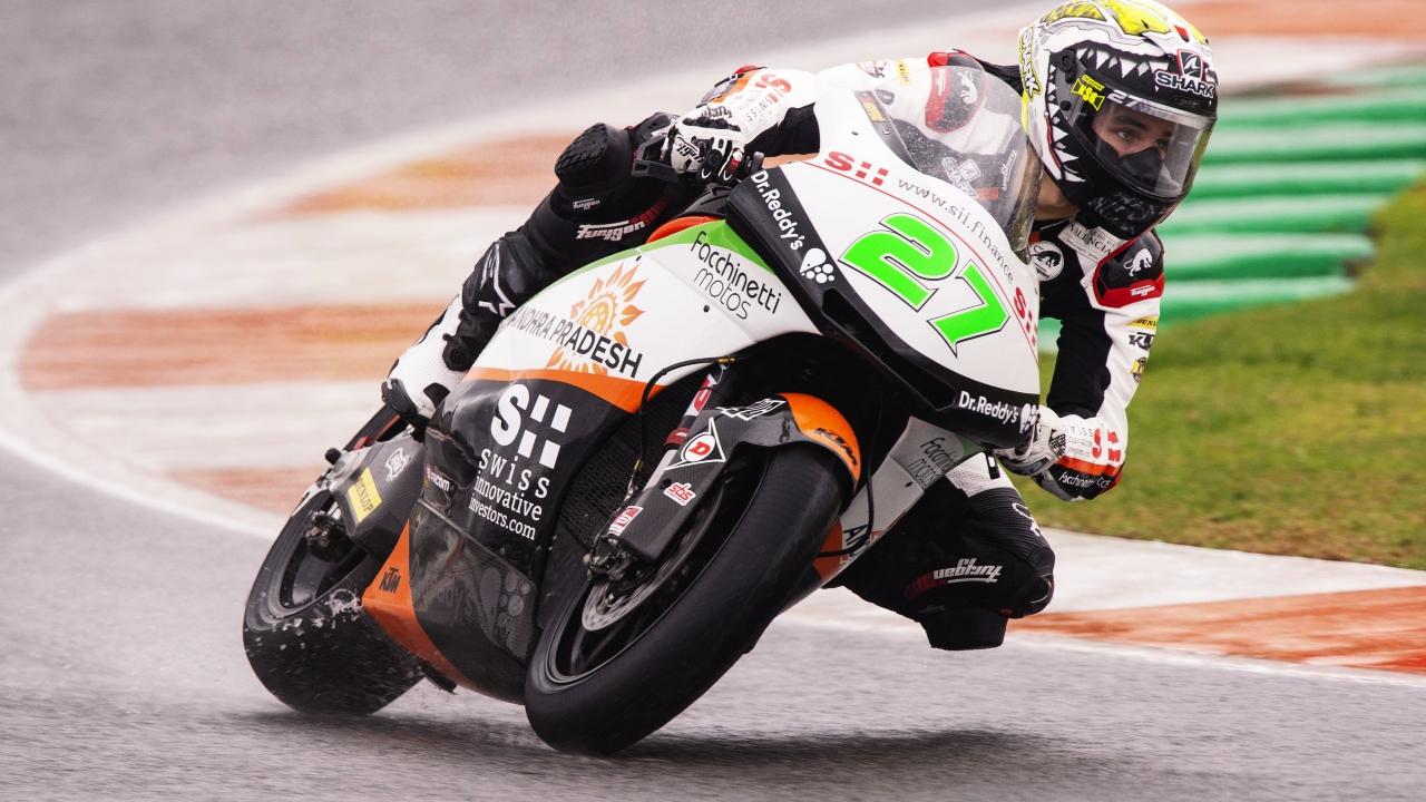 Iker Lecuona no deja ni las migas en Moto2 bajo el agua de Valencia