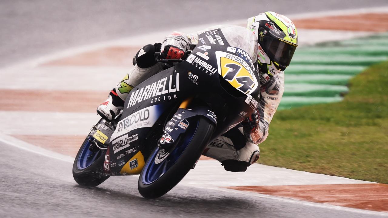 Tony Arbolino se lleva la pole de Moto3 en Valencia ante Nakarin Atiratphuvapat