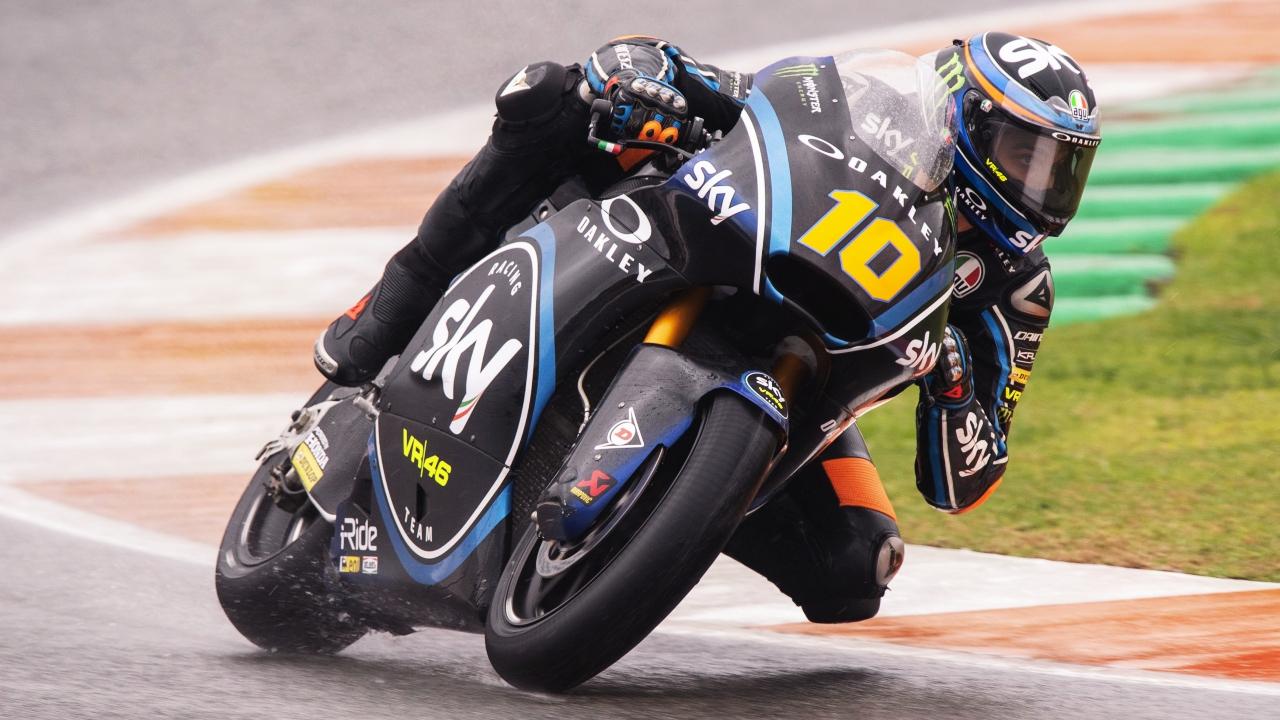 Luca Marini se queda la pole de Moto2 en Valencia por 27 milésimas ante Xavi Vierge