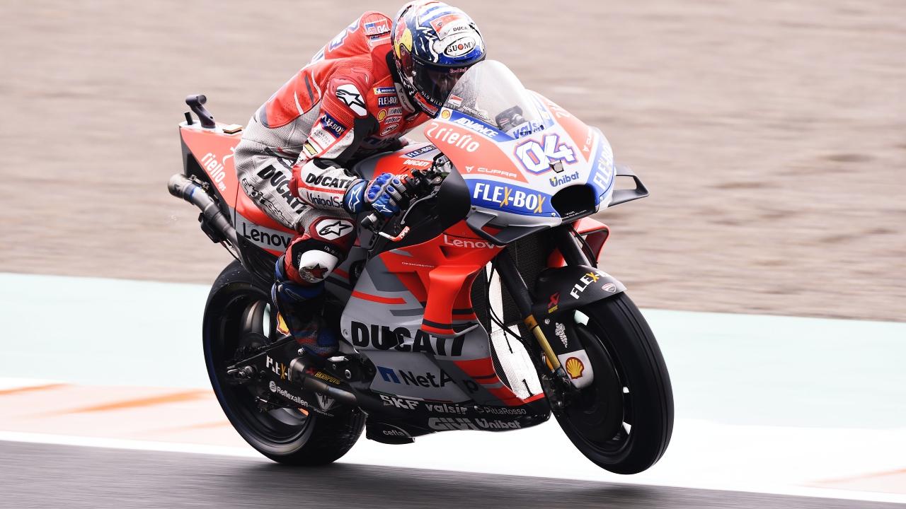 Andrea Dovizioso gana a Álex Rins en Valencia y Pol Espargaró lleva a KTM al podio de MotoGP