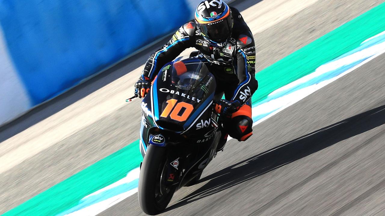 Luca Marini bate el récord del Circuito de Jerez en el segundo día de Triumph en Moto2