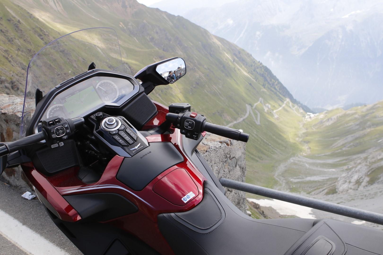 Desde Eslovenia hasta España en primera clase: Honda GL1800 Gold Wing Tour (DCT & Airbag)