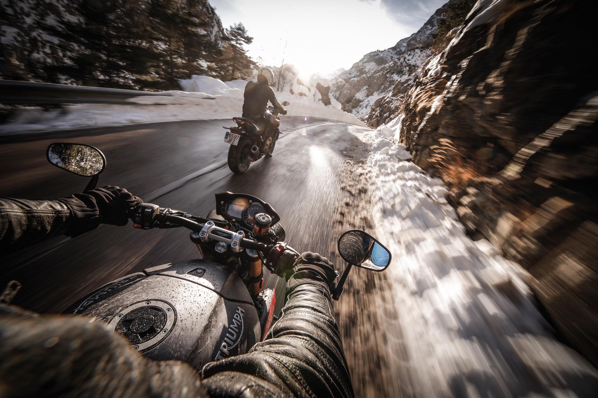 Buceando bajo el hielo de los Pirineos