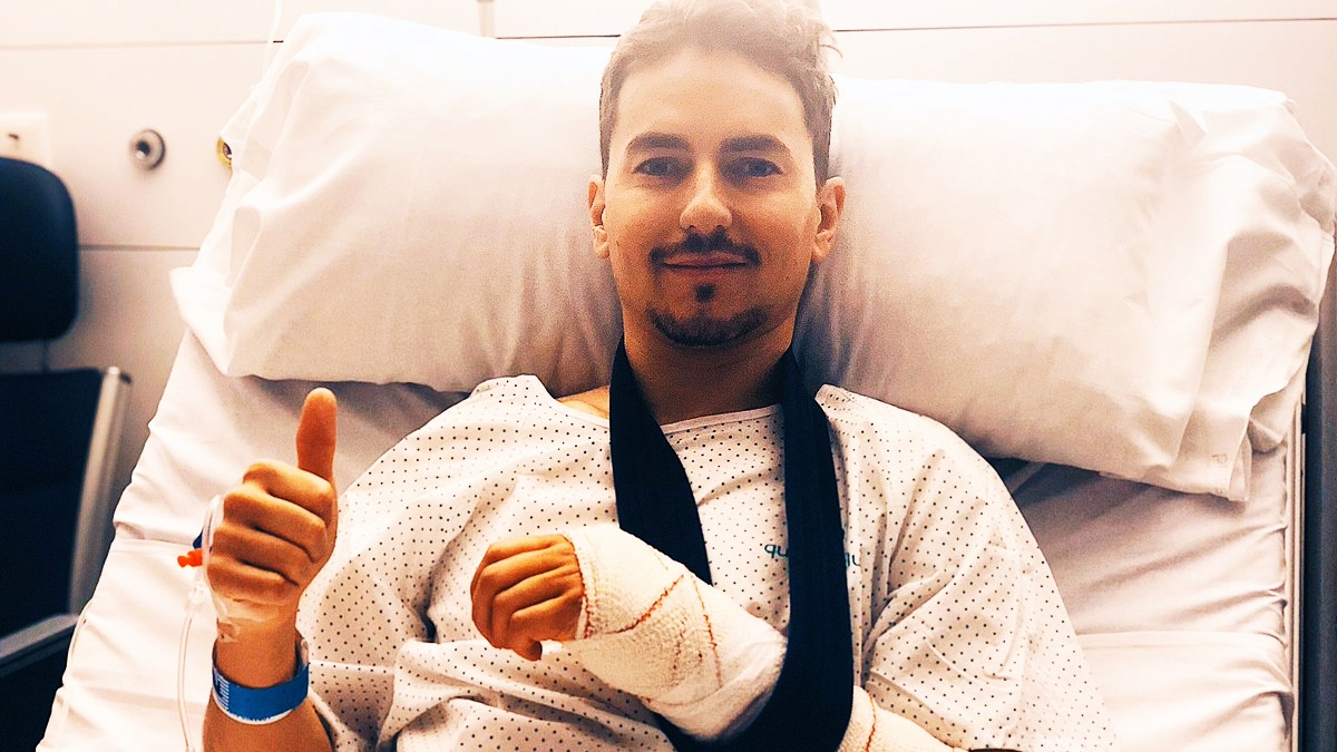 Jorge Lorenzo se perderá los test de Sepang tras ser operado de la muñeca