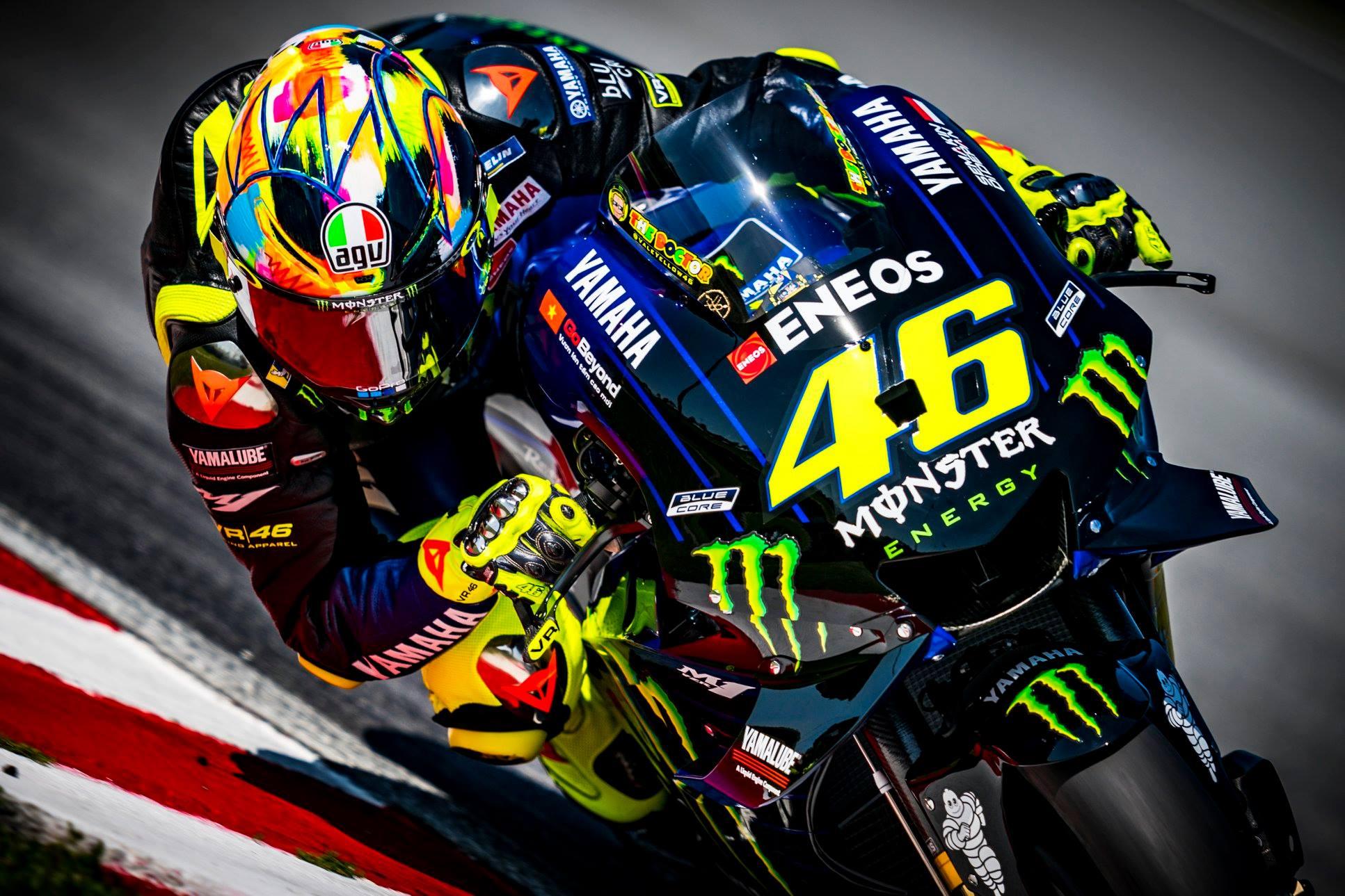 Valentino Rossi estrena casco en Sepang