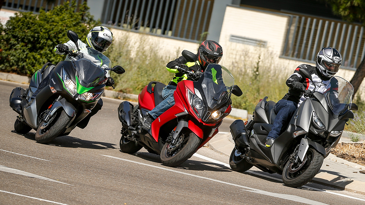 Comparativa Scooter 300: Kawasaki J300 SE, Kymco Super Dink 350, Yamaha XMAX 300