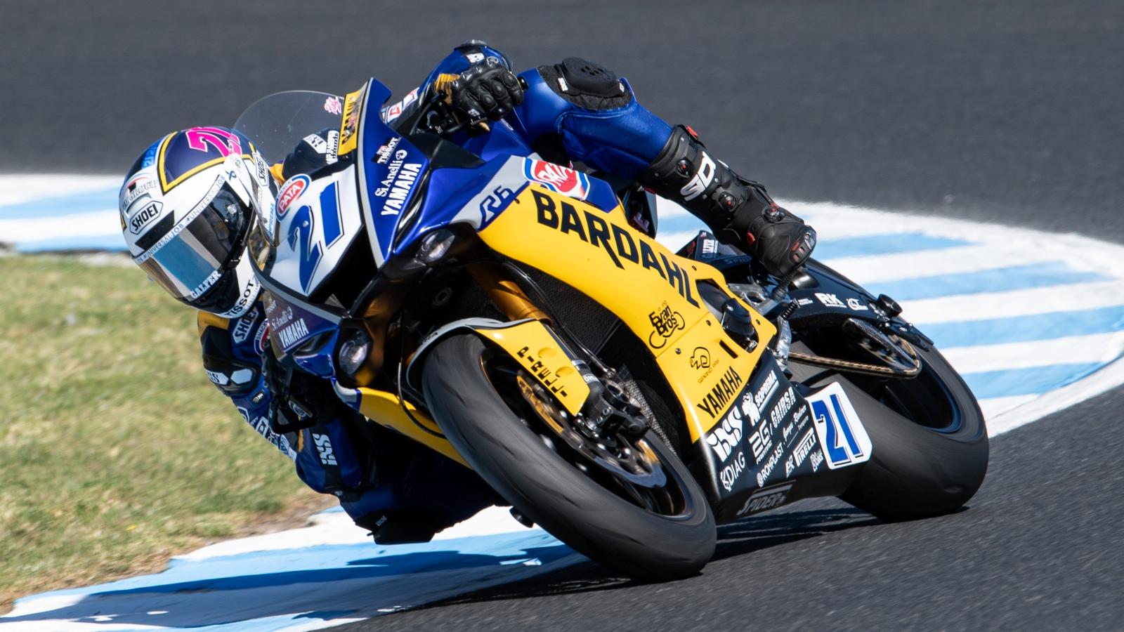 Randy Krummenacher vence en Supersport en Australia y Héctor Barberá roza el podio